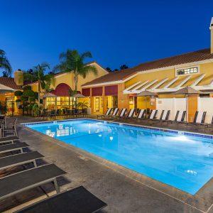 Clementine Hotel Anaheim pool